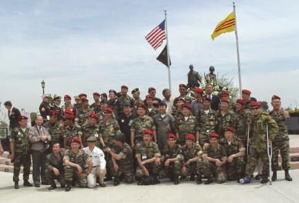 Tượng Đài Chiến Sĩ Việt Mỹ 30 năm NKT