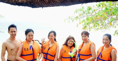 Trisha Sebastian snorkeling in Isla Pandan Day Resort Puerto Princesa Palawan | Julius Sebastian