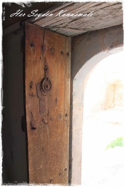 Savur, Mardin'de ahşap kapı