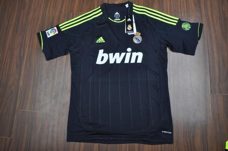 Real Madrid Away Hitam 2013 tampak depan