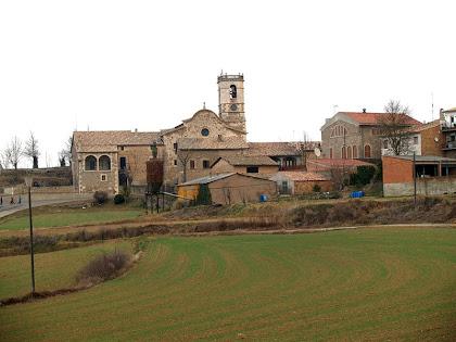 El conjunt de l'església de Sant Bartomeu des de la Font de Plaça