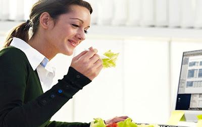 6 Kebiasaan yang Menyehatkan Saat di Kantor