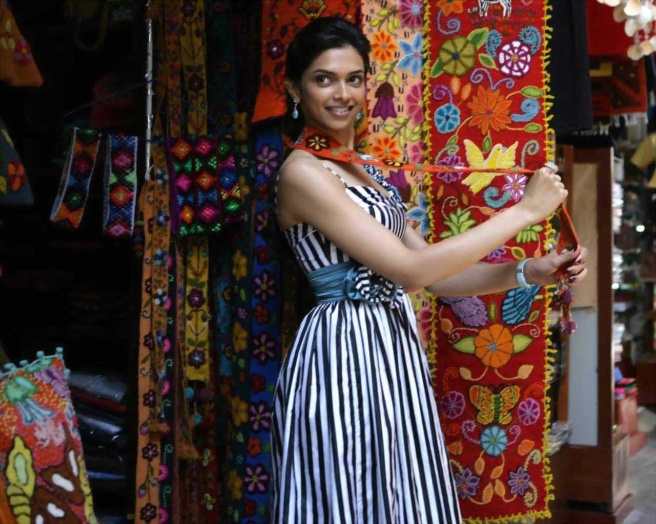 Bollwood Hungama: Deepika Padukone Cute & Hot Wallpaper 2013