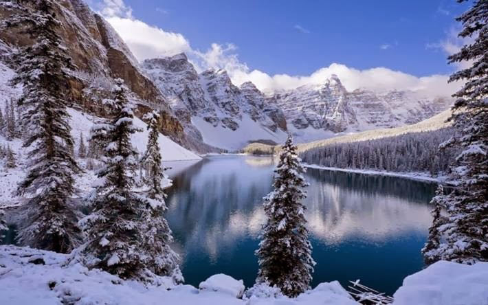 Moraine Lake, Banff National Park in Canada
