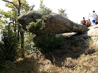 El fals dolmen vist des del nord