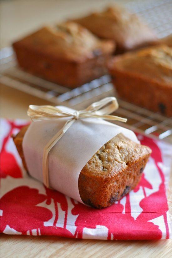 beautiful bridal rustic wedding favor idea mini bread