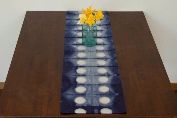 Quirky dot pattern table runner cloth