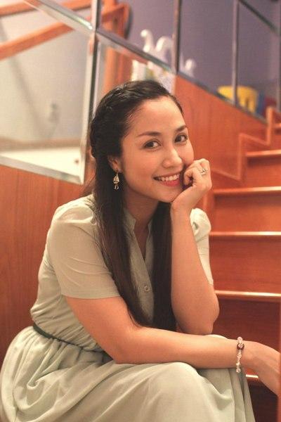 Oc Thanh Van beautiful girl with three kids