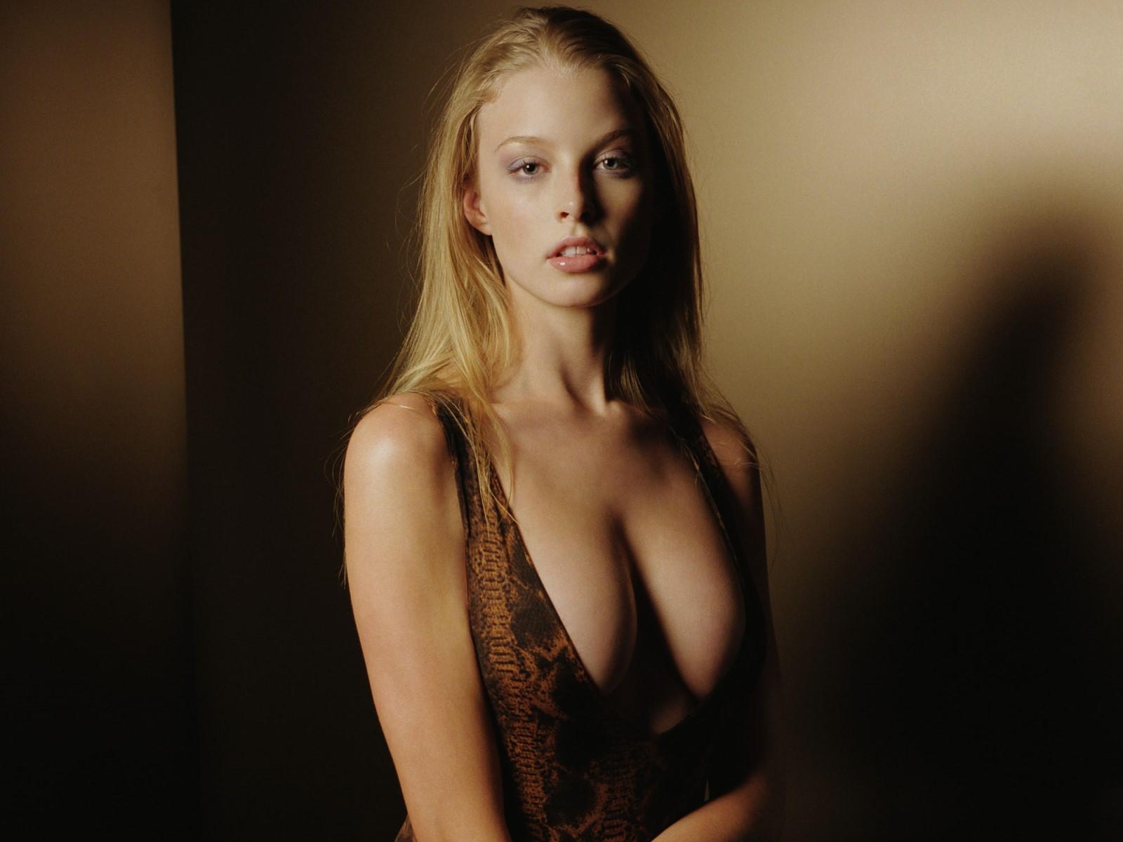 http://4.bp.blogspot.com/-UKri9IB_OlU/Te0jUWFe8zI/AAAAAAAABRU/AFVXFSexoR0/s1600/Rachel-Nichols-sexy-Wallpaper.jpg
