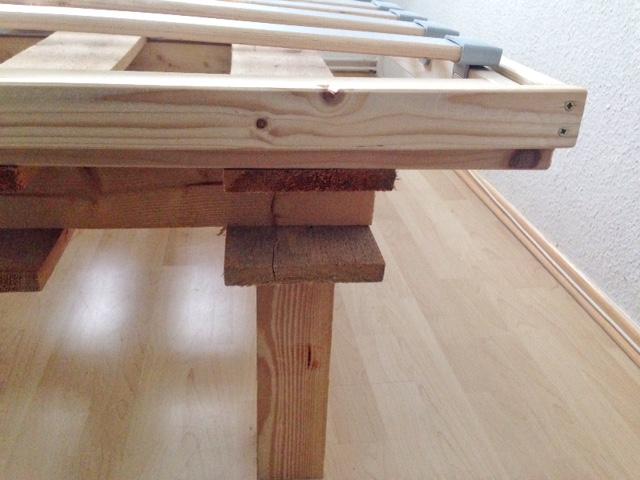 ein selbstgebautes bett für kleine und schmale schlafzimmer [ diy, Hause deko
