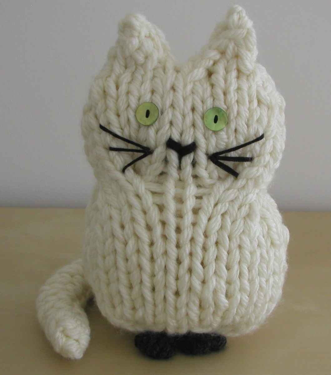 Cat Design Knitting Pattern : Hand Knitted Things: Knitted Cats