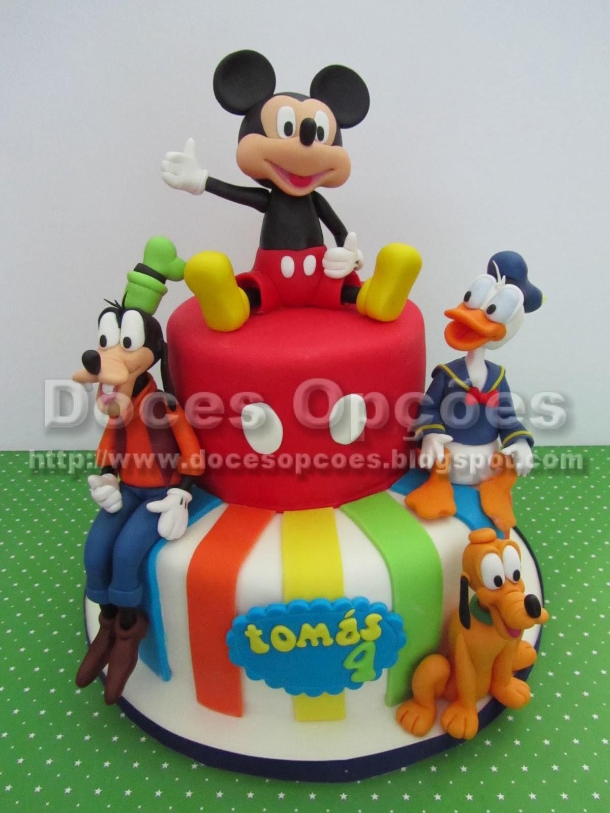 Bolo aniversário com o Mickey e amigos