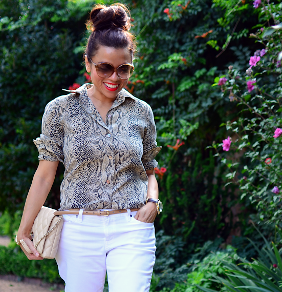 Outfit with snake print