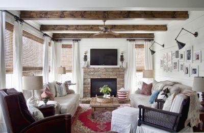 lamparas vintage de pared en salon rustico