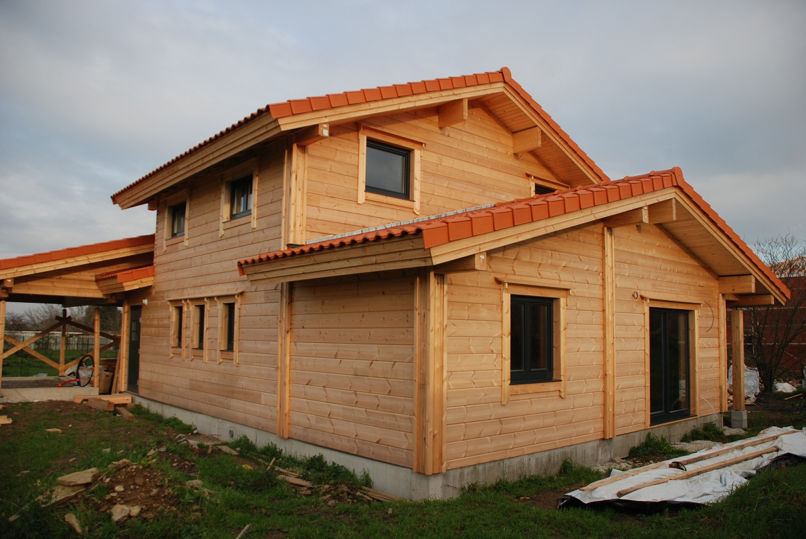 Pikku suomi construction d une maison en bois for Construction en bois details