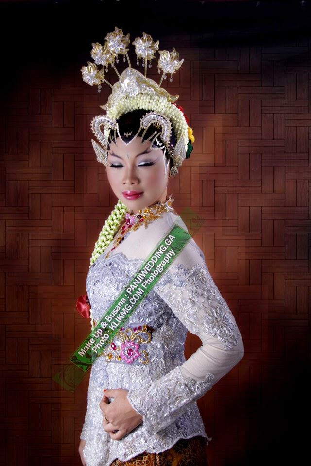 Hijab Modifikasi Paes Make Up & Busana oleh PANJIWEDDING.GA Rias Pengantin Purwokerto | Foto oleh Fotografer [2] KLIKMG.COM Fotografi Purwokerto
