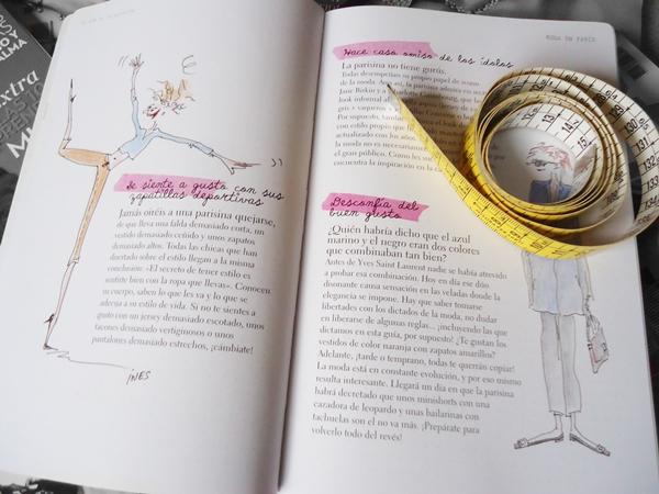 livro de moda e fita métrica