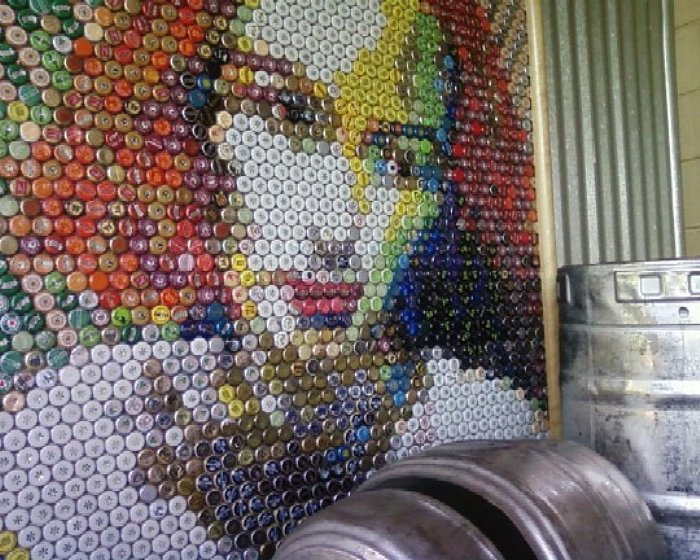 How to recycle art from bottle caps for Bottle top art projects