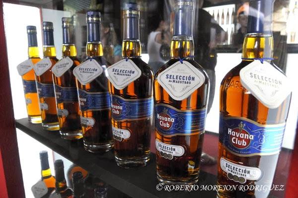 Rones de Cuba, uno de los países de la Alianza Bolivariana para los Pueblos de Nuestra América (ALBA), expuestos en la XXXI Feria Internacional de La Habana, FIHAV 2013, en el recinto ferial de Expocuba