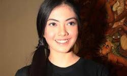 Foto Bugil Telanjang Dewi Cinta Tanpa Sensor Laris Manis Di Internet - 300 x 300 jpeg 15kB