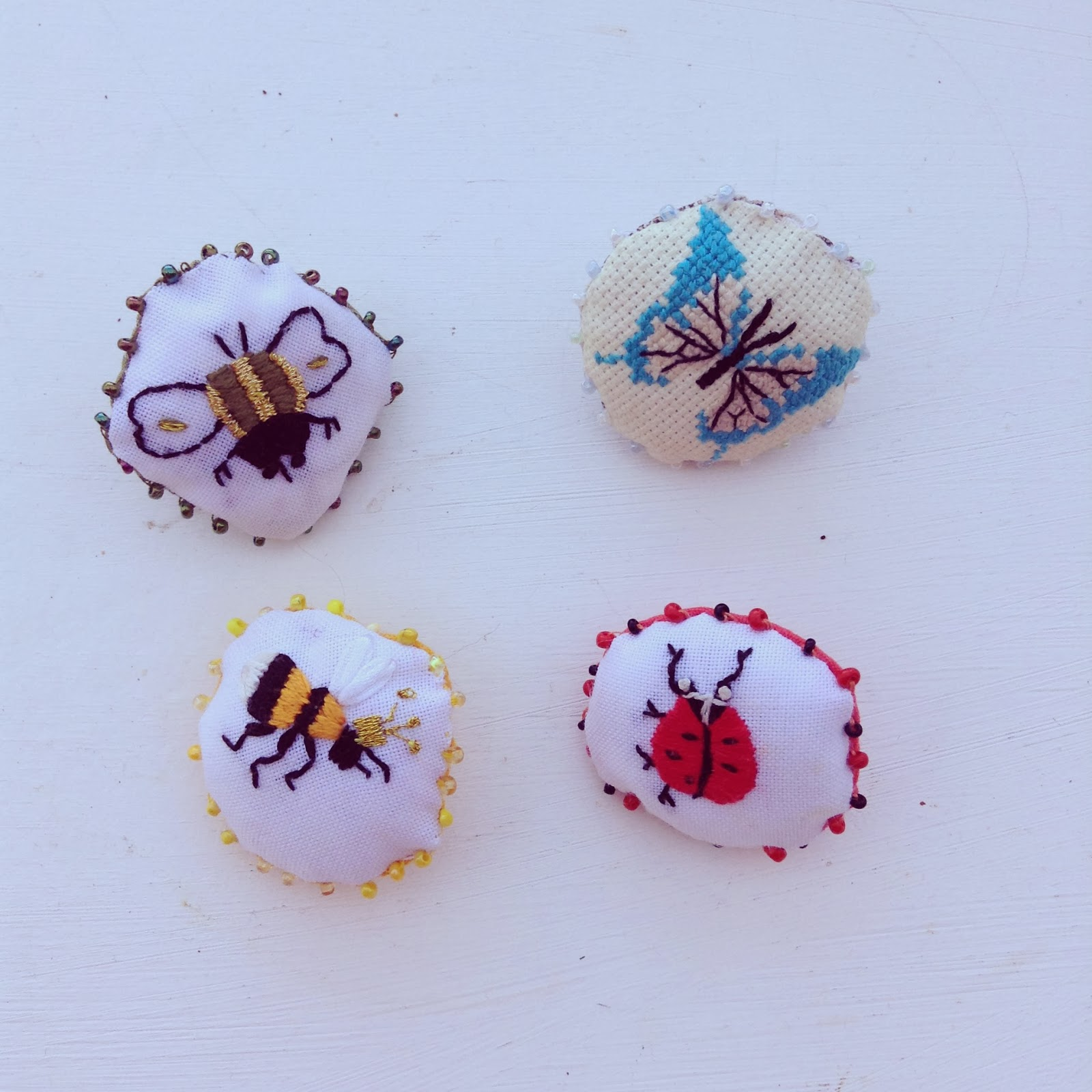 broches broderies insectes
