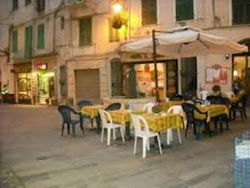 bar piazza eroi sanremesi posto atmosferico mercatino