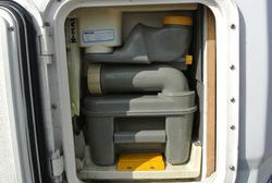 le camping car pour les nuls faire les pleins. Black Bedroom Furniture Sets. Home Design Ideas