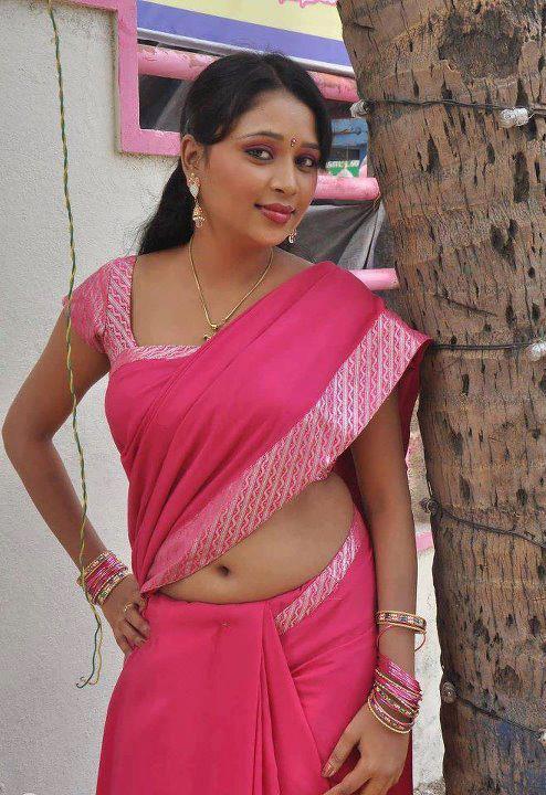 hot mallu aunties showing saree below deep wide hot unseen