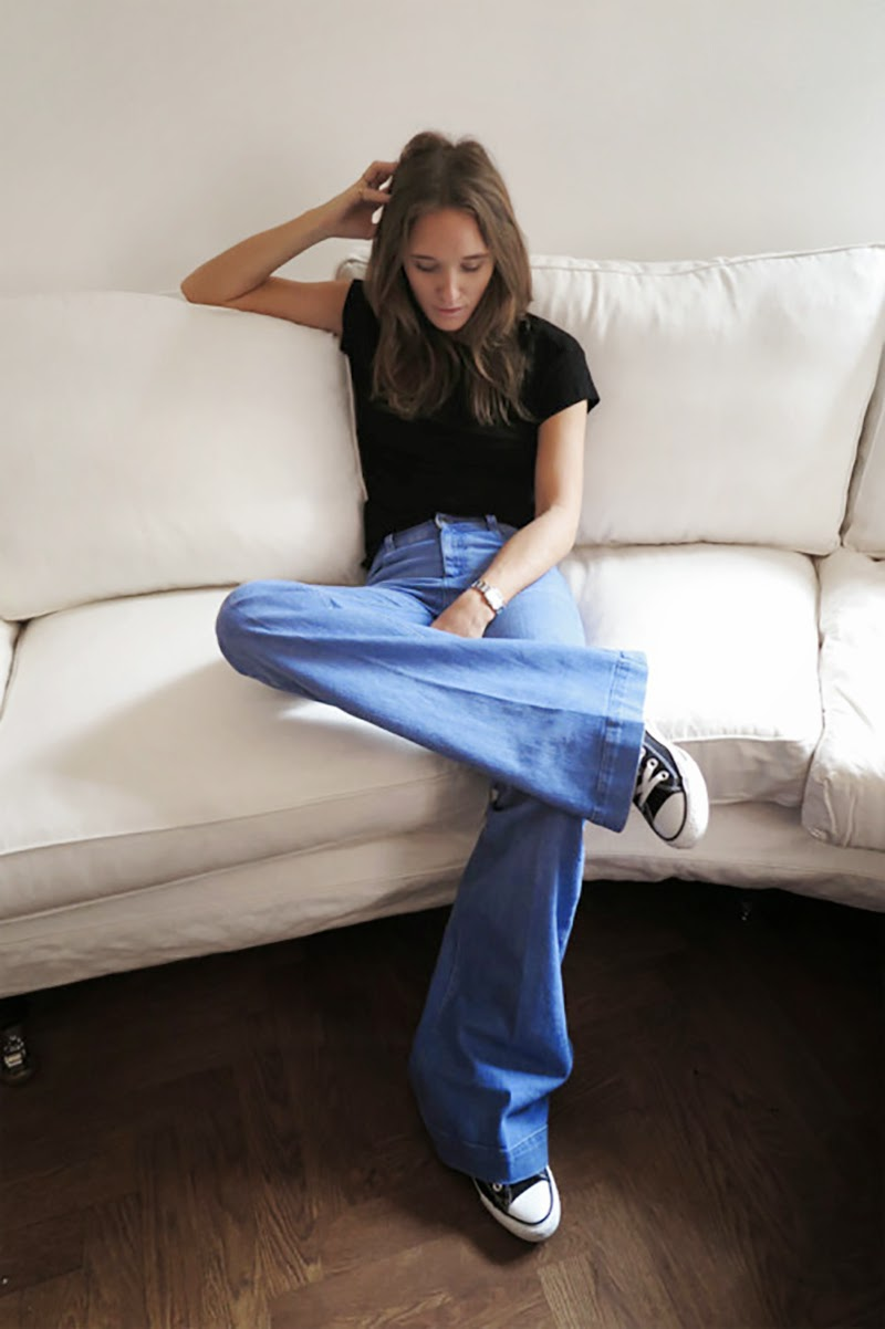 flared jeans-sneakers-converse