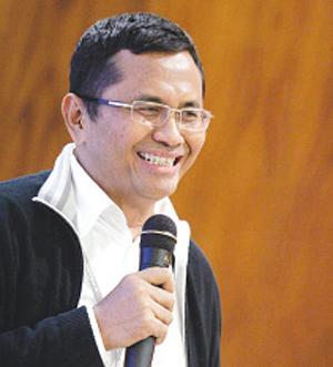 http://4.bp.blogspot.com/-UNeGI56C8XU/UKFqx8usldI/AAAAAAAAAHg/iEv5Ww5GPuI/s1600/profil-pengusaha-sukses-indonesia-dahlan-iskan.jpg