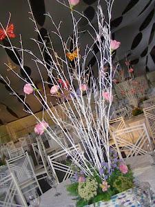 Arvore francesa em flores& borboletas