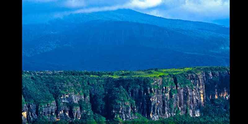 10 Tempat Wisata Paling Top di Sri Lanka - Knuckles Mountain Range
