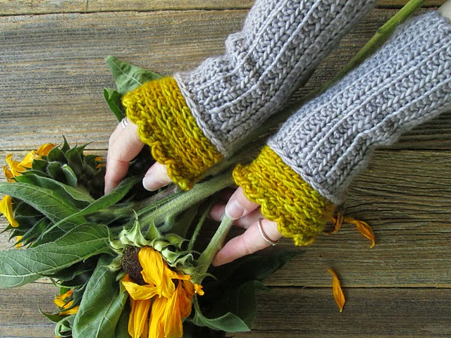 free crochet pattern two tone wristwarmers