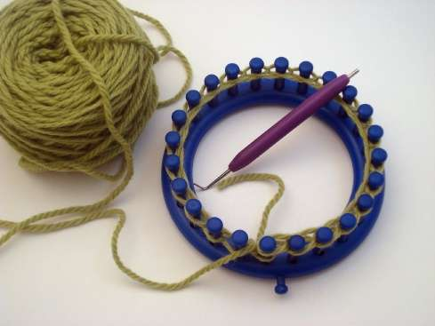 How to Knit with a serenity loom « Knitting & Crochet