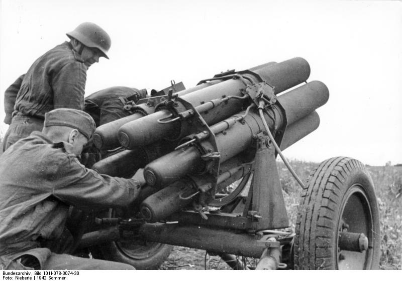 Las Reglas de la Guerra: Armas Remolcadas Bundesarchiv_Bild_101I-078-3074-30,_Russland,_Nebelwerfer