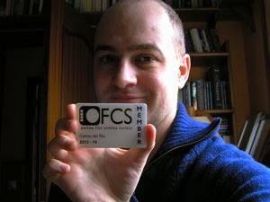 Carlos del Río con la acreditación de la OFCS