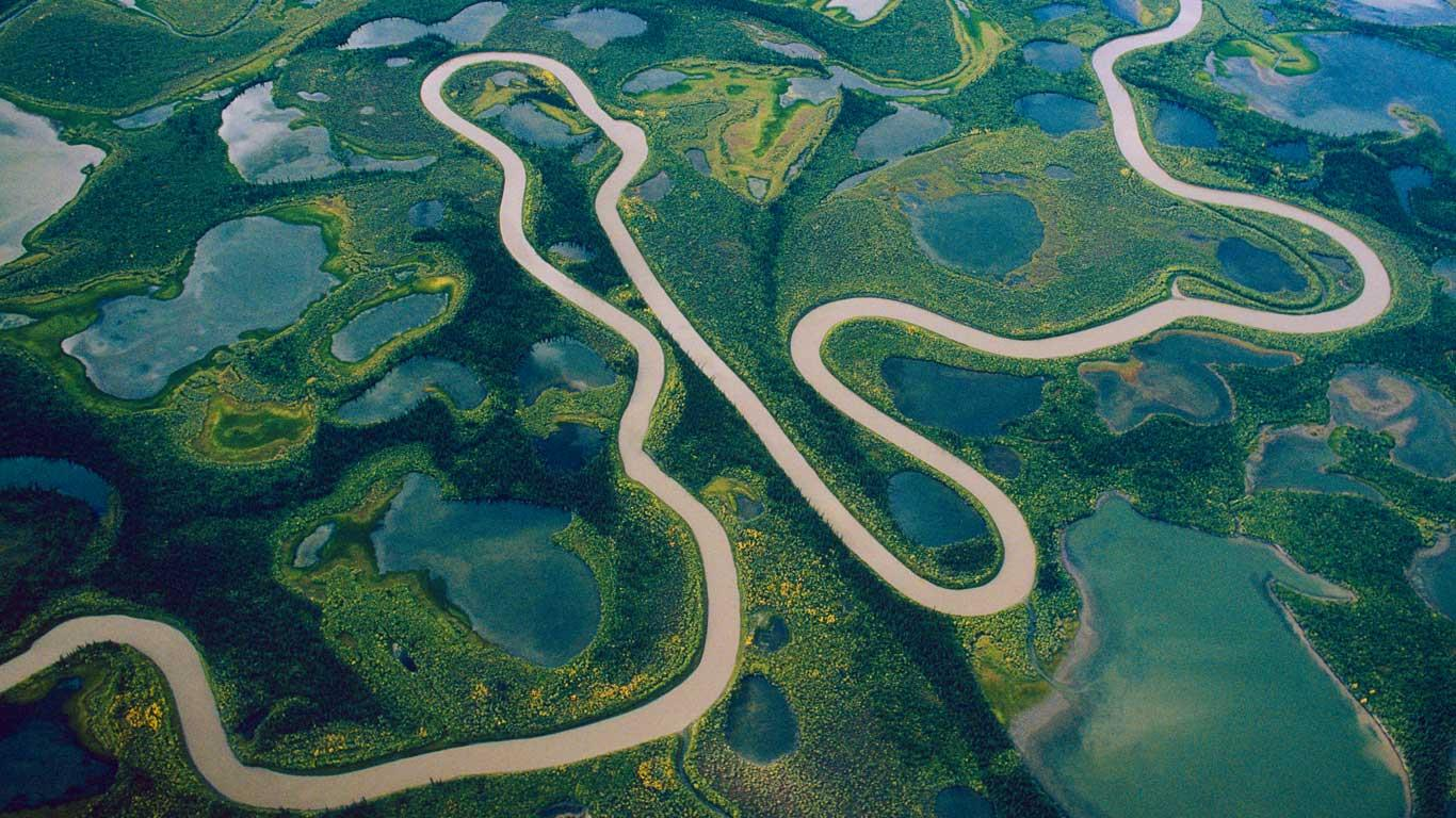 Bing fotos: Aerial of Mackenzie River delta, Northwest Territories ...
