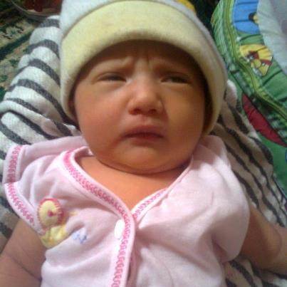 hummmmy baby baru lahir tanggal 31 Oktober 2012dan kami memberi