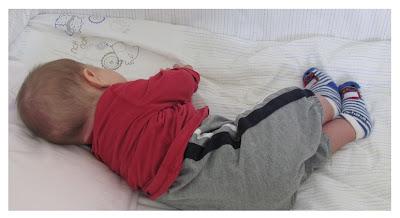 Ninni ile uyuyan bebek