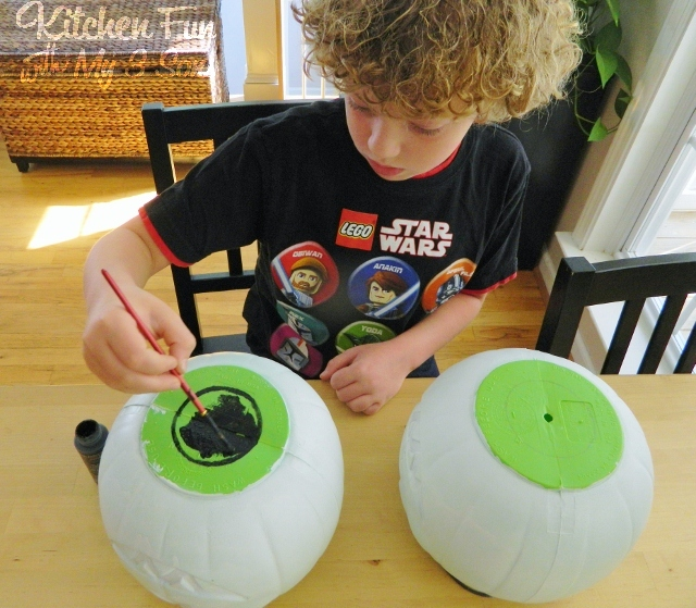 Kitchen Fun And Crafty Friday Link Party 167: Dollar Store Spooky Bush Eyes Outdoor Craft...cheap & Easy