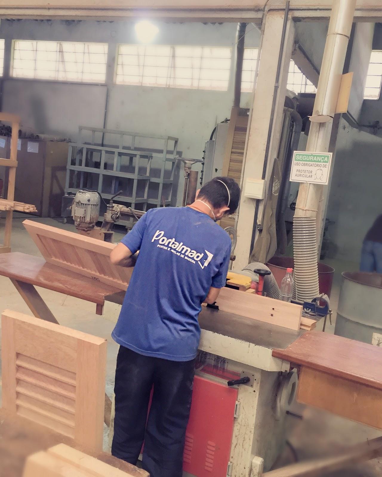 #886743  Portas e Janelas soluções completas em esquadrias de madeira 594 Janelas Em Madeira Rj