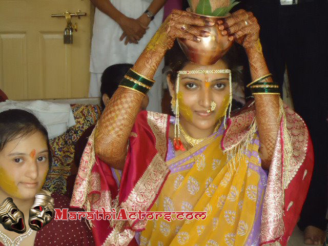 Mukta Barve Marriage http://marathiactors.com/2012/05/actress-rupali-bhosle-wedding-photos/