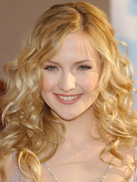 Glossy waves ripple through Kate Hudson's bombshell blonde strands.