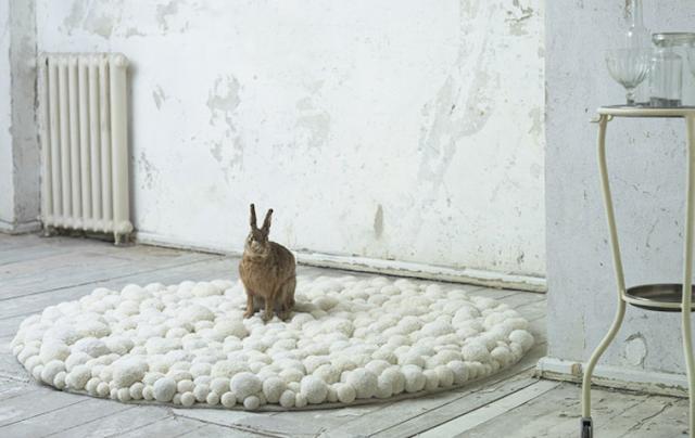 pom pom rug white