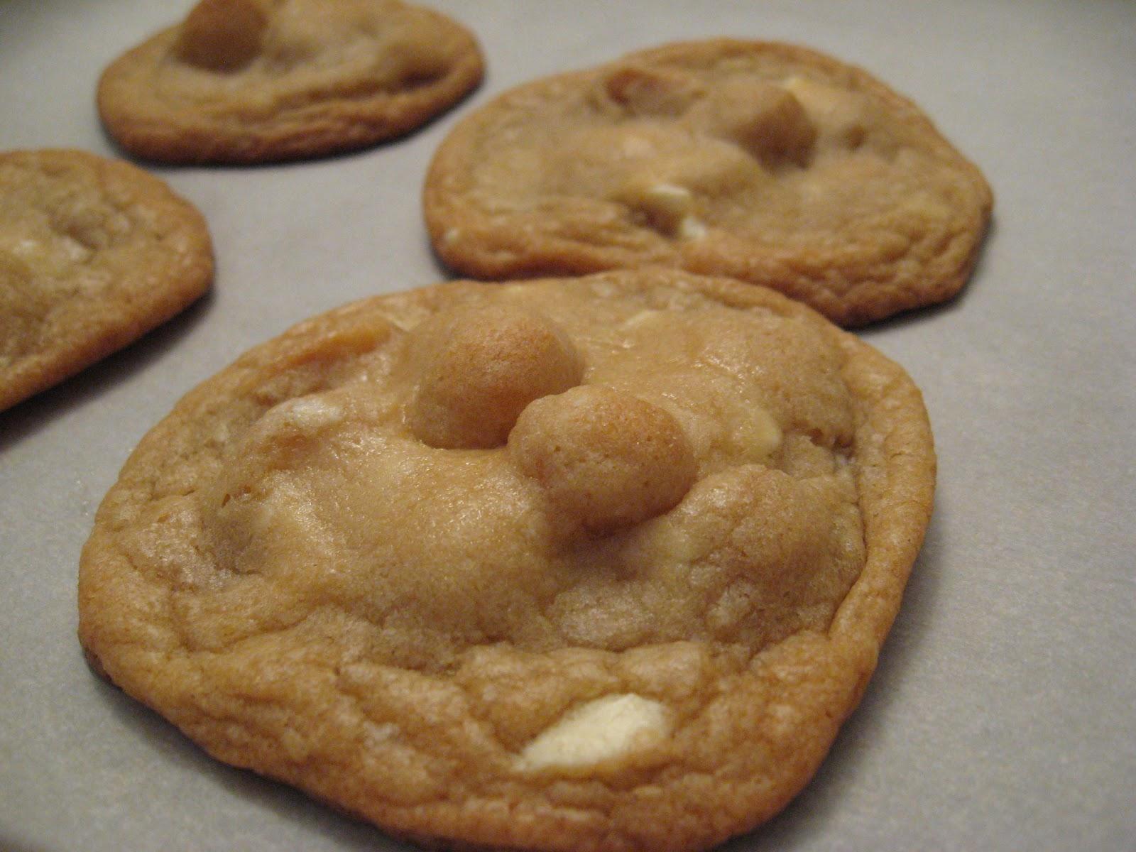 recettes de flipp biscuits au chocolat blanc et noix de macadam. Black Bedroom Furniture Sets. Home Design Ideas