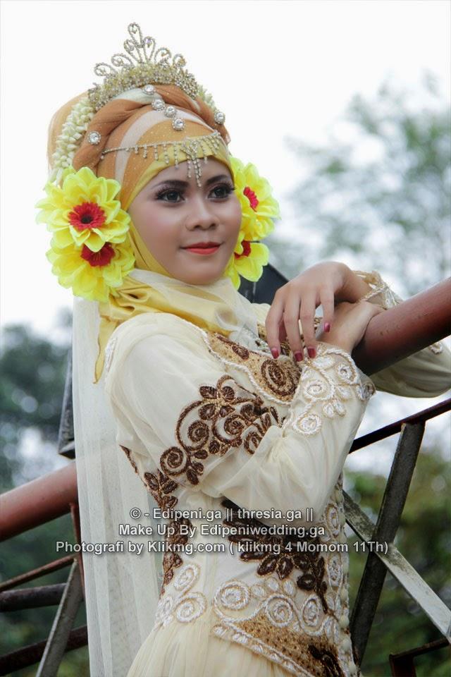 Make Up Hijab Modifikasi Edi Peni Rias Pengantin (2) - Fotografer : Momom 11th | Talent : Thresia Model Purwokerto