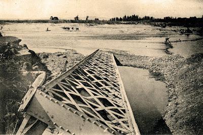 Puente-sifón arrastrado por la corriente del Guadalete en la riada de 1917 (Fte.: H. Ríos)