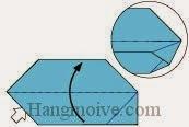 Bước 9: Mở lớp giấy trên cùng ra, kéo và gấp lên trên.