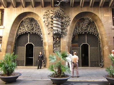 Parabolic arches in Palau Güell