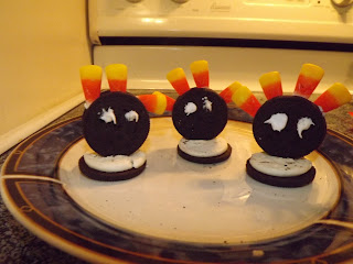 Making Oreo Turkeys
